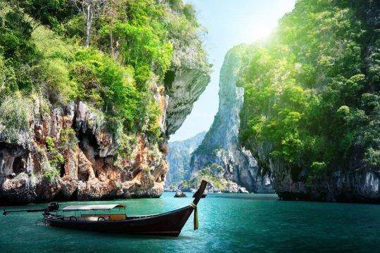 Tayland, Phuket Adası'nda Karantinasız Turist Ağırlamaya Başladı