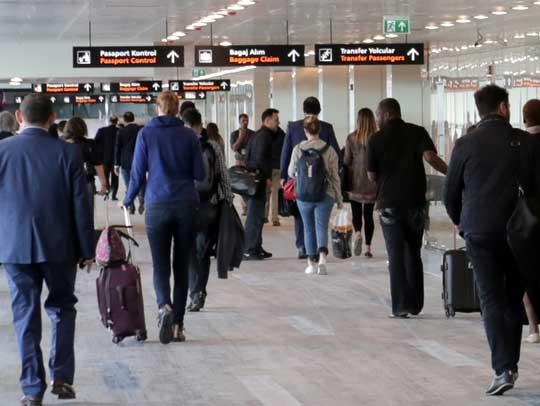 Atatürk Havalimanında bayram yoğunluğu başladı